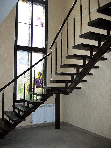 Лестница двухмаршевая из металла